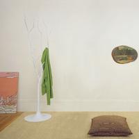 Una buena idea: un árbol por perchero