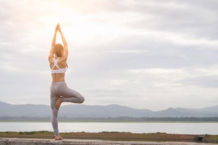 Todo lo que tienes que saber sobre el Yoga antes de empezar a practicarlo (en vídeo)