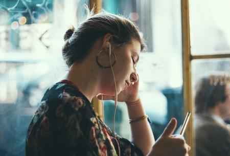 Apple se marca otro tanto: compañía líder en auriculares según un nuevo informe