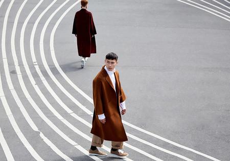 Adolfo Domínguez nos adelanta un invierno lleno de tonos neutros en su nueva colección