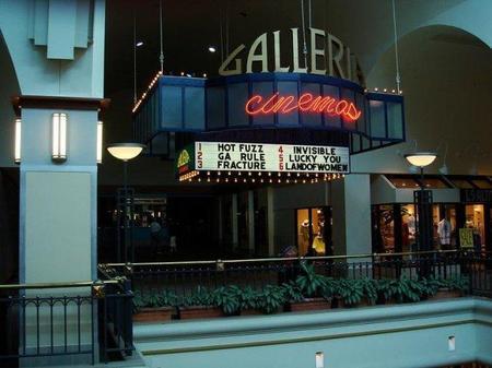 Exterior de una sala de cine