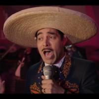 Este es el primer trailer de Omar Chaparro siendo la reencarnación de Pedro Infante, en 'Como Caído del Cielo' de Netflix México