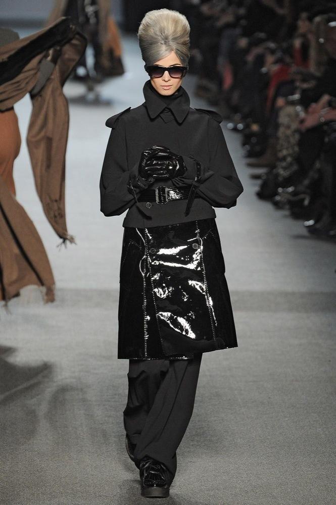 Foto de Jean Paul Gaultier Otoño-Invierno 2011/2012 en la Semana de la Moda de París: el lado sexy del estilo ladylike (13/27)