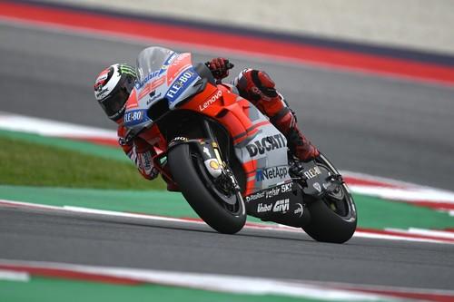 Jorge Lorenzo encadena su segunda pole consecutiva de MotoGP 2018 en Misano con Viñales en primera fila