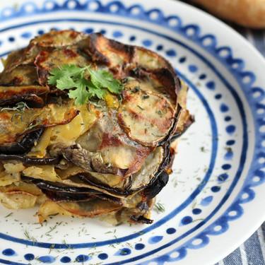 Milhojas de patata y berenjena, la mejor receta de guarnición