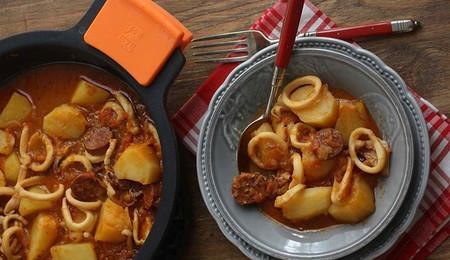 Guiso de calamares con chorizo, un plato de cuchara completo y delicioso