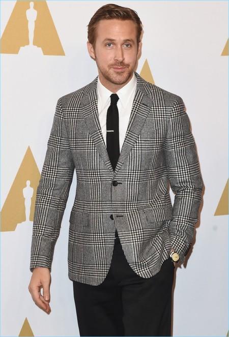 Ryan Gosling trae de regreso el estampado Principe de Gales