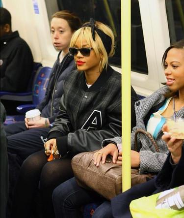 Si llegas tarde lo mejor es coger el metro, que se lo pregunten si no a los famosos