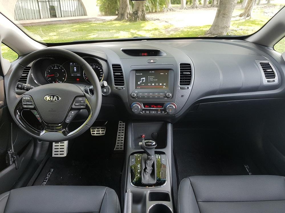 Foto de KIA Forte Hatchback (14/16)