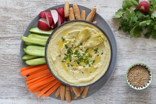 Hummus de alcachofas: receta saludable fácil y rápida