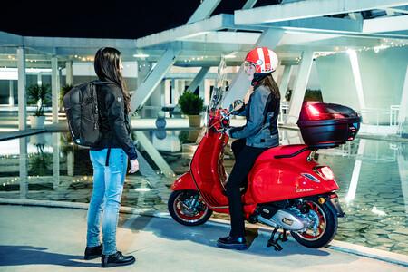 La GIVI EA129 es una mochila de 15 litros que además de reflectantes viene con protecciones, por 74 euros