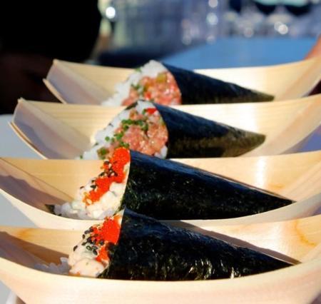 ¿Te haces un lío con el sushi y los palillos? Lo tuyo es el Temaki que se come con las manos