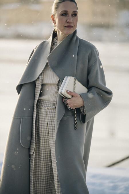 Abrigos de borreguito, vestidos de efecto piel y vaqueros wide leg: 15 prendas de las últimas rebajas de Cortefiel y Pedro del Hierro