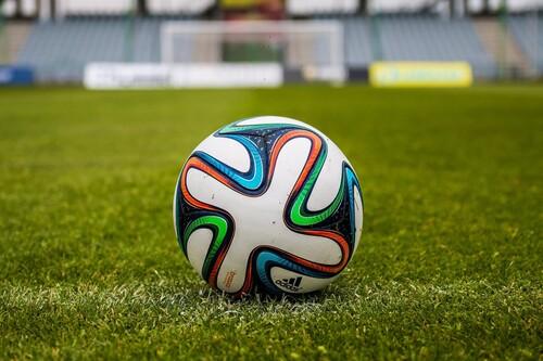 20% de descuento extra en ropa deportiva de fútbol en la web oficial de Adidas: chaquetas por 19 euros y pantalones por 26 euros