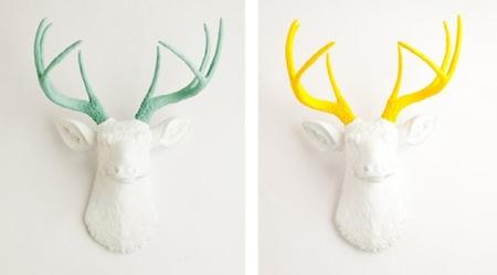 White Faux Taxidermy reinventa las cabezas de animales que decoran la pared