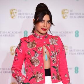 Priyanka Chopra arrasa en la alfombra roja de los premios BAFTA con dos lookazos de impresión, y uno de sello español