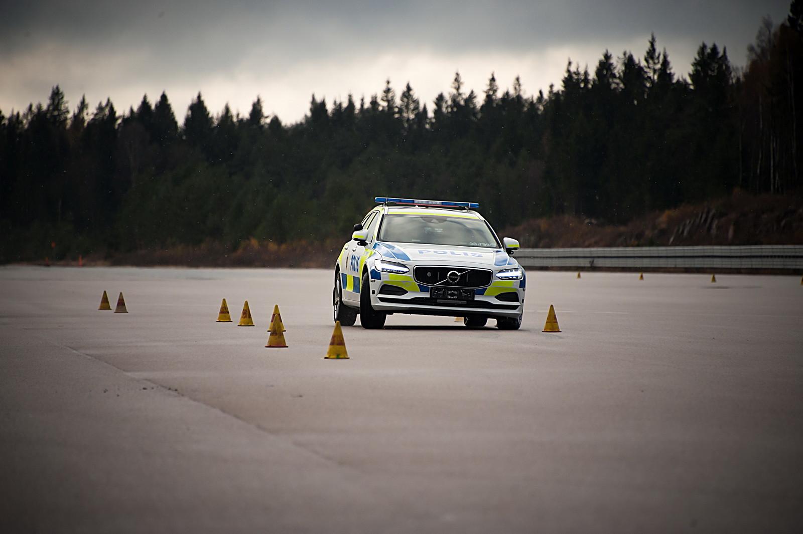 Volvo V90 - Policía Suecia