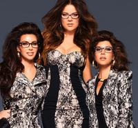Las Kardashian se apuntan a la moda gafapasta... y ahora ¿de qué van, de nerds por la vida?