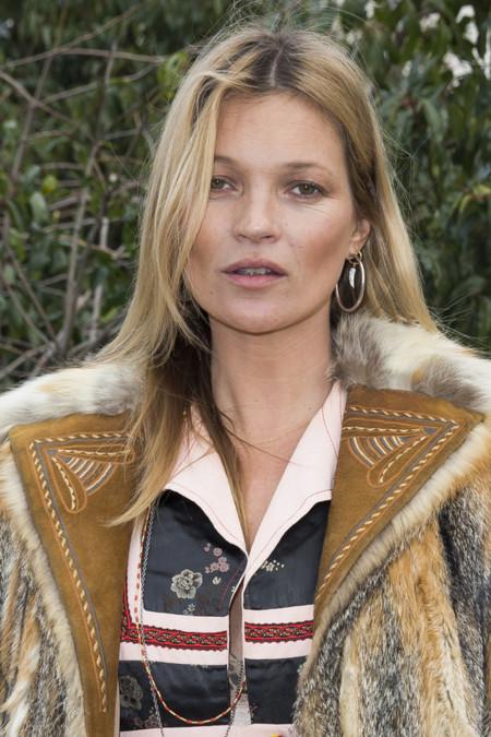 Si lo lleva tu abuela no te pondrías este abrigo de piel pero si lo luce Kate Moss...