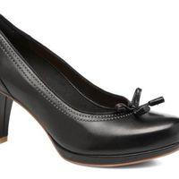 Mid Season Sale en Sarenza:  zapatos de tacón en piel Clarks Chorus Bombay por 63 euros con envío gratis