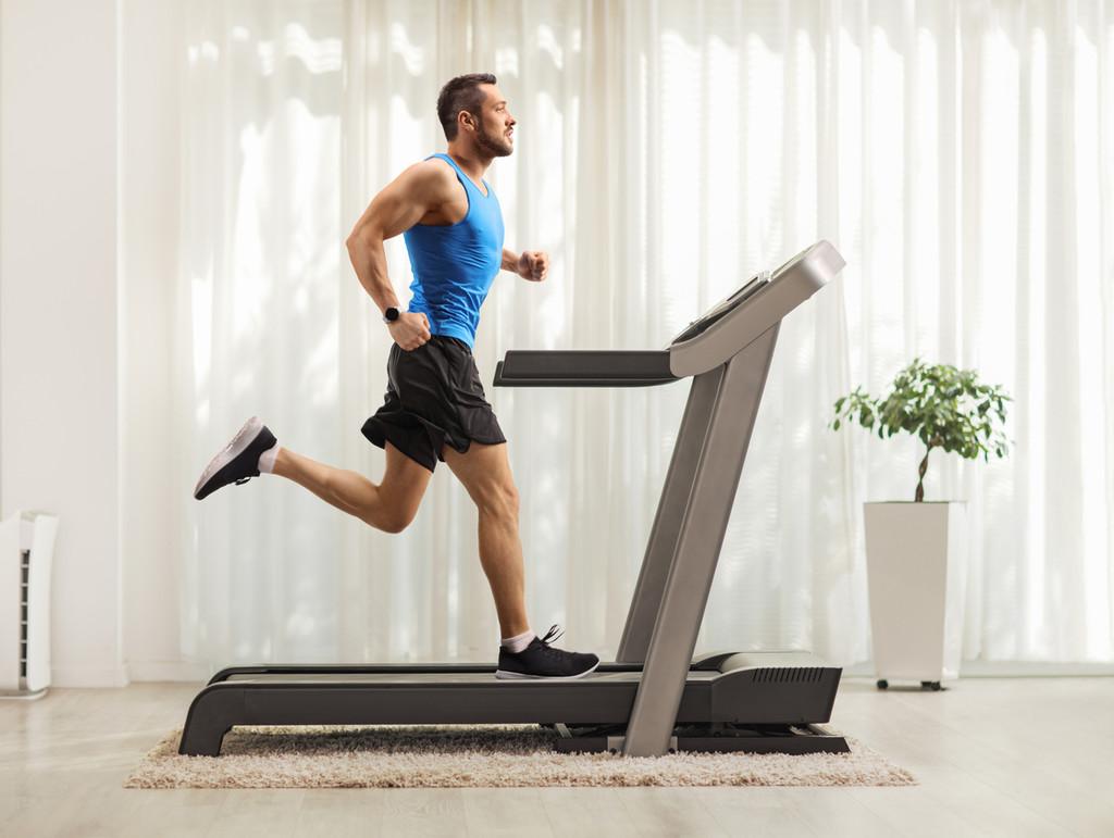 Qué tienes que tener en cuenta si vas a comprar una cinta de correr para seguir entrenando durante la cuarentena