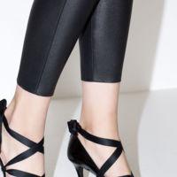 Zapato de tacón atado