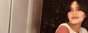El cárdigan de rayas de Sara Carbonero está agotado en la web de Slowlove, pero lo encontramos disponible en otras plataformas