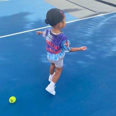 Stormi Webster, la hija de Kylie Jenner, se convierte en la protagonista de Instagram con sus últimos (y llamativos) estilismos