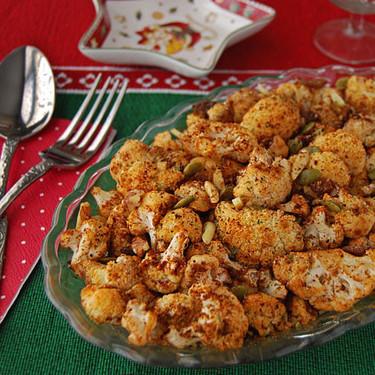 Coliflor asada al pimentón con frutos secos: receta de guarnición diferente