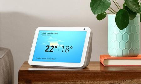 Las videollamadas de estos días más cómodas con el Echo Show, rebajado en Amazon en los dos tamaños disponibles