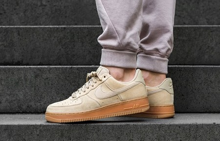 Nike Air Force 1 07 Lv8 02