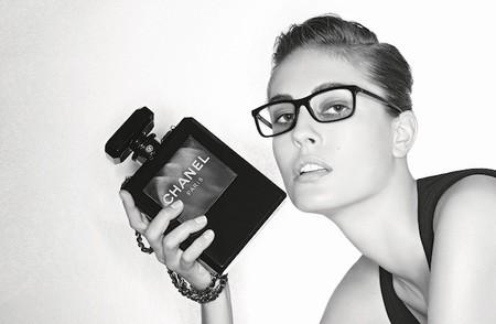 Negro y dorado, los protagonistas en la nueva colección de gafas Prestige de Chanel