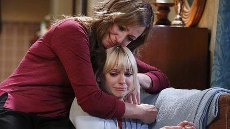 'Mom' se vuelve hacia la tragedia mientras Allison Janney enseña las bragas