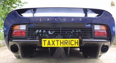 Esto es un Jaguar XJ220 haciendo un burnout