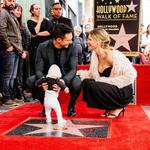 Adam Levine y Behati Prinsloo presumen de estrella, y de familia