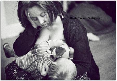 """Breastfeeding in Real Life, fotografías de madres amamantando """"al natural"""""""