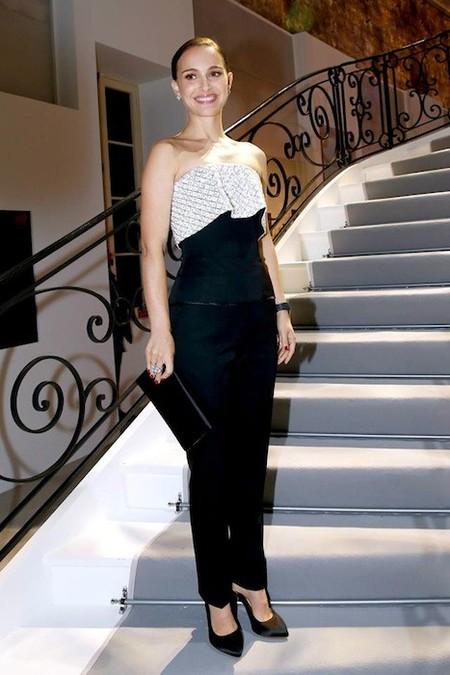 Aun yendo hasta las cejas de Dior, el mejor complemento de Natalie Portman es su marido
