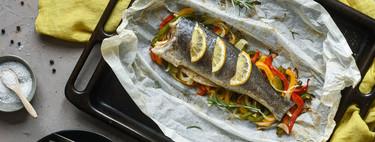 Lubina en papillote con verduras, la receta baja en calorías más fácil y rápida
