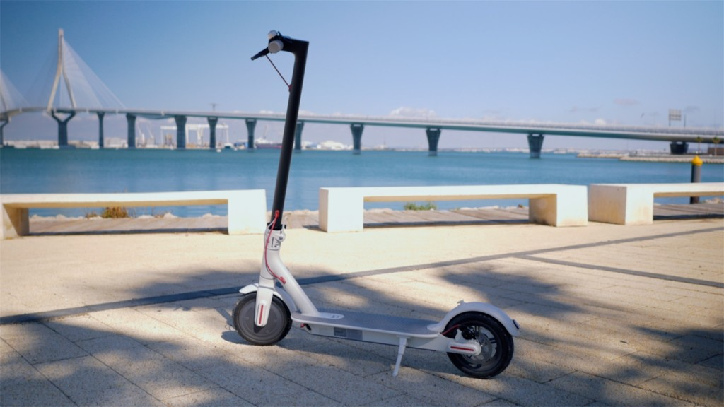 El patinete eléctrico ya está cambiando la movilidad urbana, pero también tiene detractores