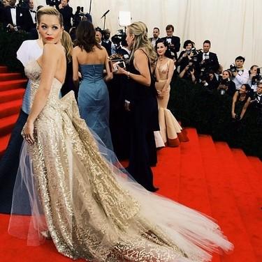 Rita Ora es la mujer del exceso y la provocación por Donna Karan Atelier en la Gala del MET 2014