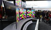 LG también presenta su televisor OLED con pantalla curva
