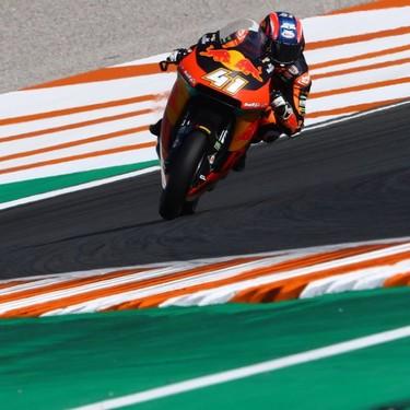 Brad Binder cierra la temporada de Moto2 con una victoria en Valencia ante otra caída de Álex Márquez