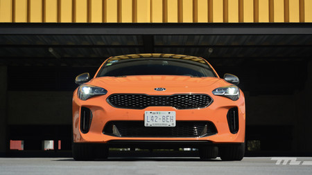 KIA Stinger GT 2020, a prueba: la infalible fórmula del V6 biturbo y tracción trasera (+ vs. cuatro rivales)