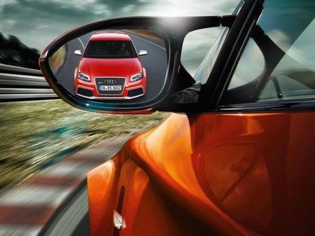 Audi RS3 Sportback en retrovisor