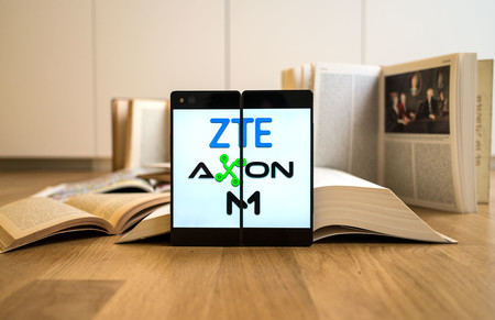 Oferta Flash: smartphone ZTE Axon M, con doble pantalla plegable, por 199 euros en Phone House