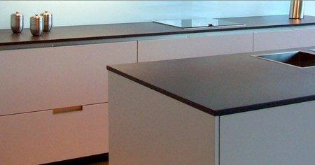 Novedades en materiales compactos sint ticos para la cocina for Encimera imitacion marmol