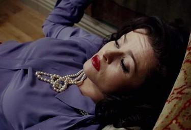 Sólo Helena Bonham Carter podría protagonizar un corto tan estrambótico como este...