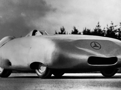 El día que Rudolf Caracciola alcanzó 372 km/h con un Mercedes-Benz V12 de 616 CV