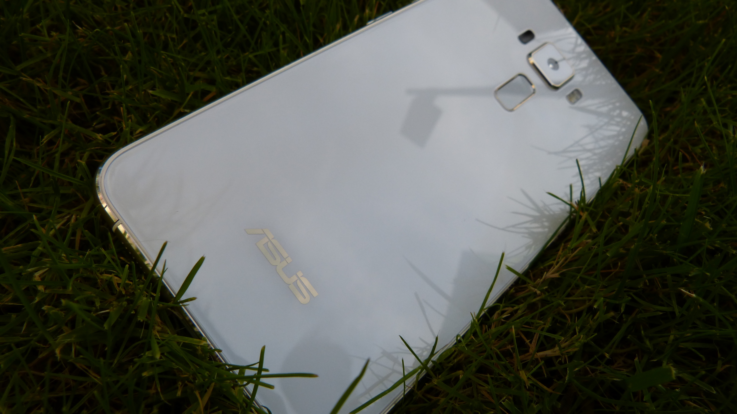 Foto de ASUS Zenfone 3 (ZE552KL), diseño (18/29)