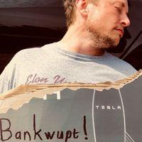 Semana terrible de Tesla que le ha llevado a perder 5.000 millones en bolsa, Elon Musk se lo toma a broma